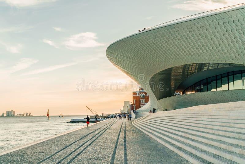 Le nouveau Musée d'Art, architecture et Technology Museu de Arte, Arquitetura e Tecnologia ou MAAT photos libres de droits