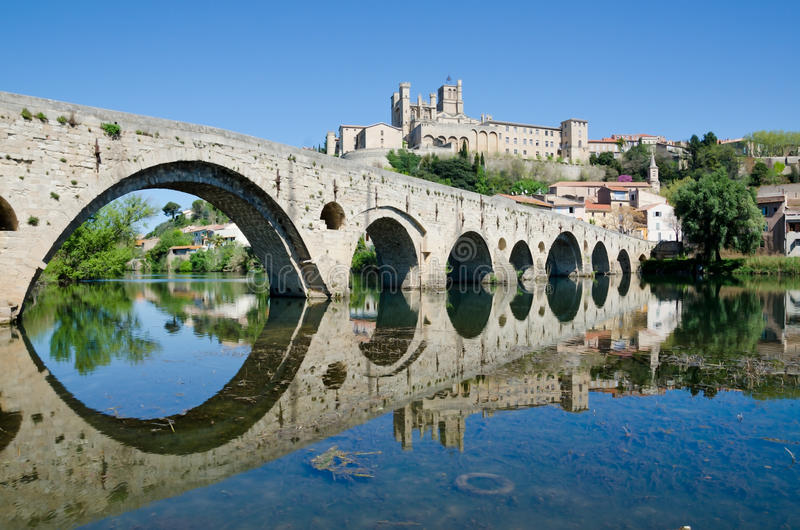 Le nouveau pont, Beziers, France photo libre de droits