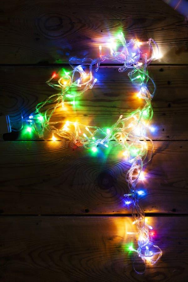 Le numéro 4 a fait avec les lumières de guirlande de Noël images libres de droits