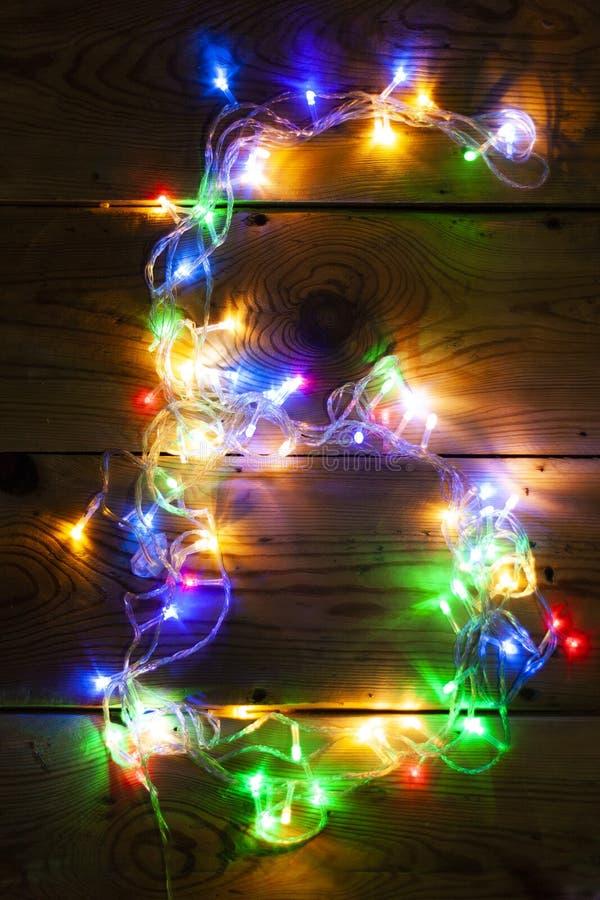 Le numéro 6 a fait avec les lumières de guirlande de Noël image libre de droits