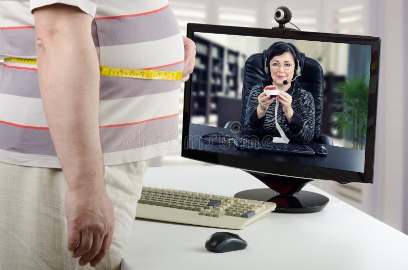 Le nutritionniste explique comment mesurer la graisse du corps en ligne photographie stock libre de droits