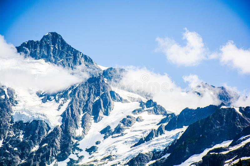 Le nuvole con il Mt Shuksan, Washington fotografie stock