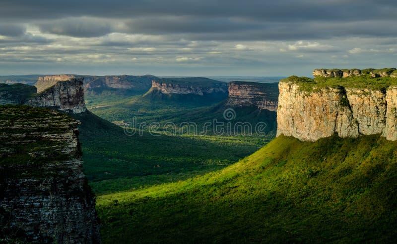 Le nuvole di tempesta sopra Vale fanno Capao nel Chapada Diamantina dal Morro fanno Pai Inacio immagine stock libera da diritti