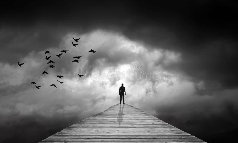 Le nuvole scure, percorso allo sconosciuto, destino, hanno perso, rinascita illustrazione di stock