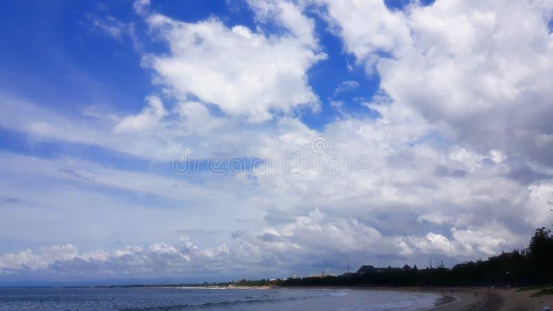 Le nuvole sono i soli uccelli che non dormono mai fotografie stock