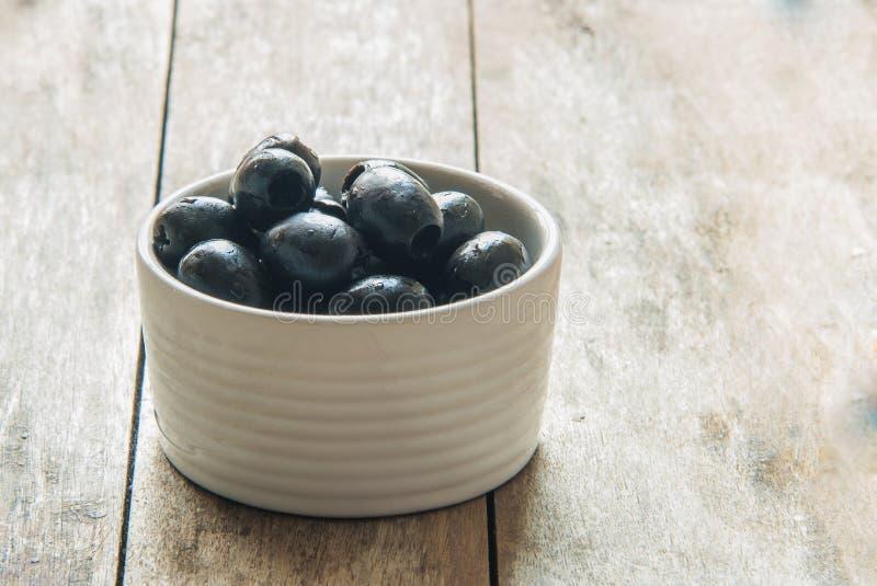 Download Le olive si chiudono in su fotografia stock. Immagine di antipasto - 56878292
