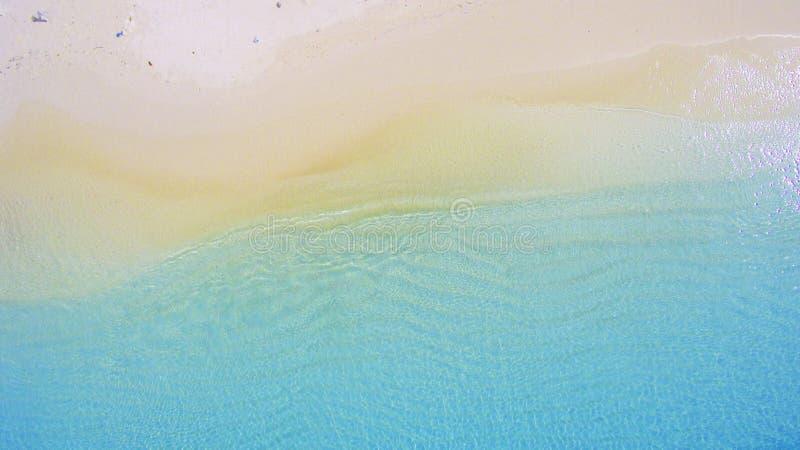 Le onde stanno galleggiando sulla spiaggia fotografie stock libere da diritti
