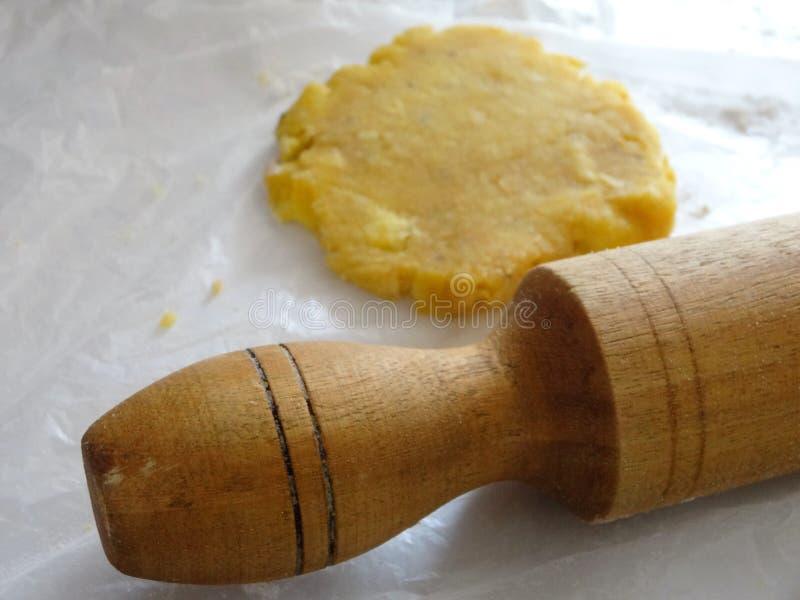 Le pâté en croûte traditionnel de platain de nourriture du Honduras d'élaboration a rempli de fruit ou de viande 4 photographie stock libre de droits
