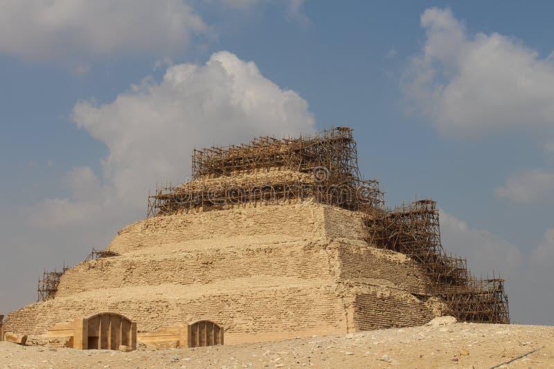 Le périmètre autour de la pyramide de la pyramide de Djoser ou d'étape à Saqqarah Egypte photos stock