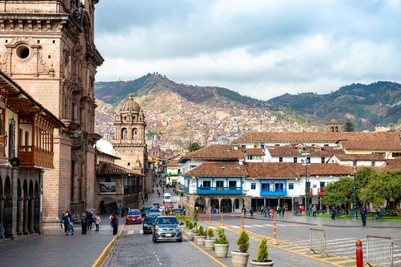 Le Pérou - 12 octobre 2018 : Place près d'église de ville photographie stock