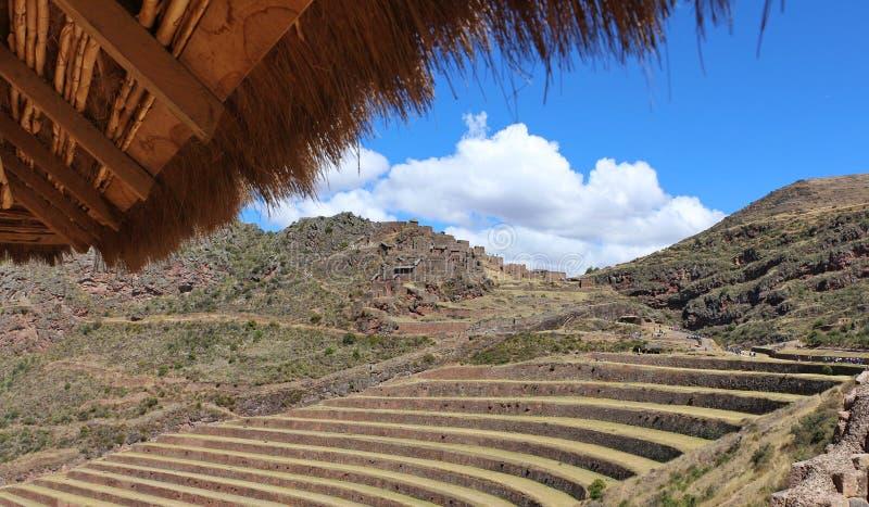 Le Pérou, Pisac Pisaq - ruines d'Inca dans la vallée sacrée dans les Andes péruviens photos libres de droits