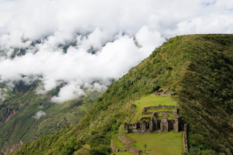 Le Pérou, spectacular à distance les ruines d'Inca de Choquequirao photographie stock libre de droits