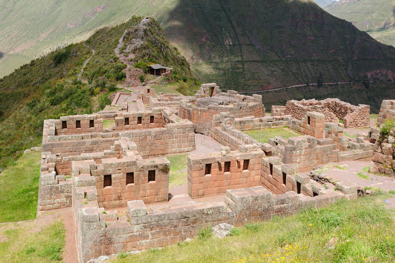 Le Pérou, vallée sacrée, ruines d'Inca de Pisaq images libres de droits