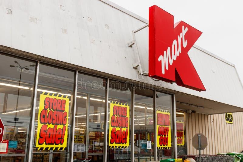 Le Pérou - vers en janvier 2019 : Signes se fermants de magasin à un emplacement de vente au détail de Kmart Les participations d photo stock