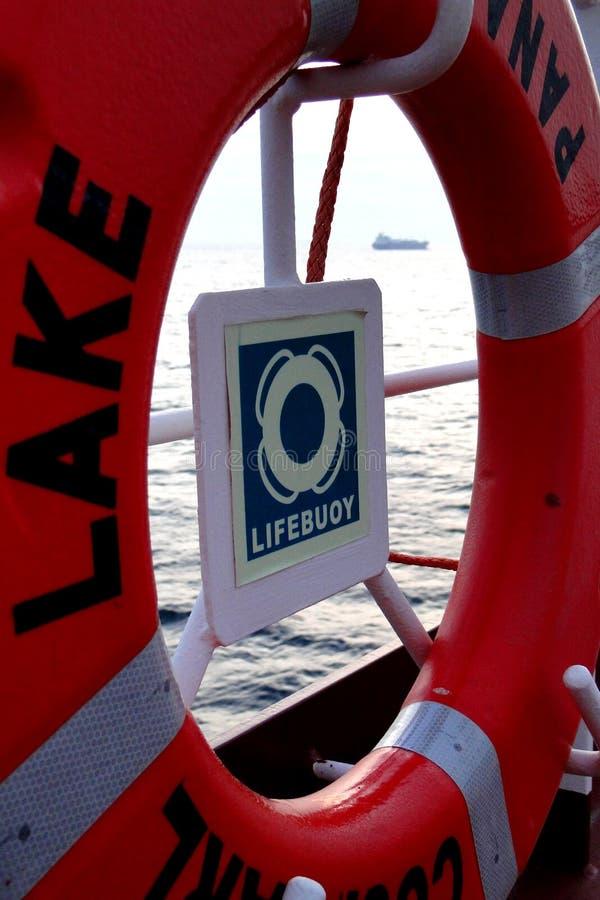 Le pétrolier géant placé sur la plate-forme de la balise de vie, identité, est équipement principal de l'équipage dans le sauveta photo libre de droits