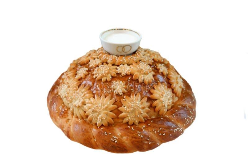 Le pain avec du sel d'isolement photos stock