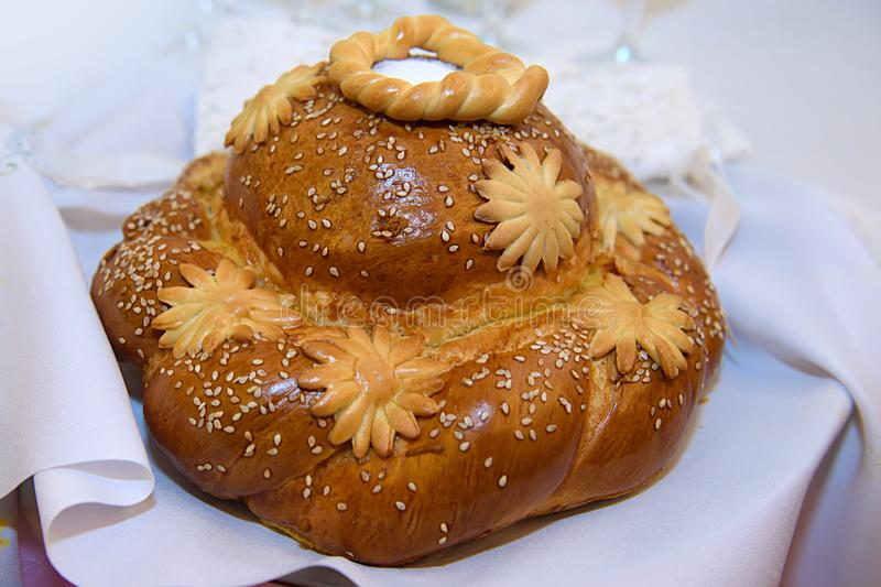 Le pain avec du sel d'isolement photographie stock