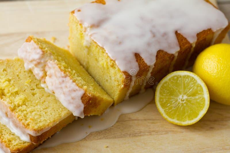 Le pain de citron a découpé le plan rapproché en tranches photos stock
