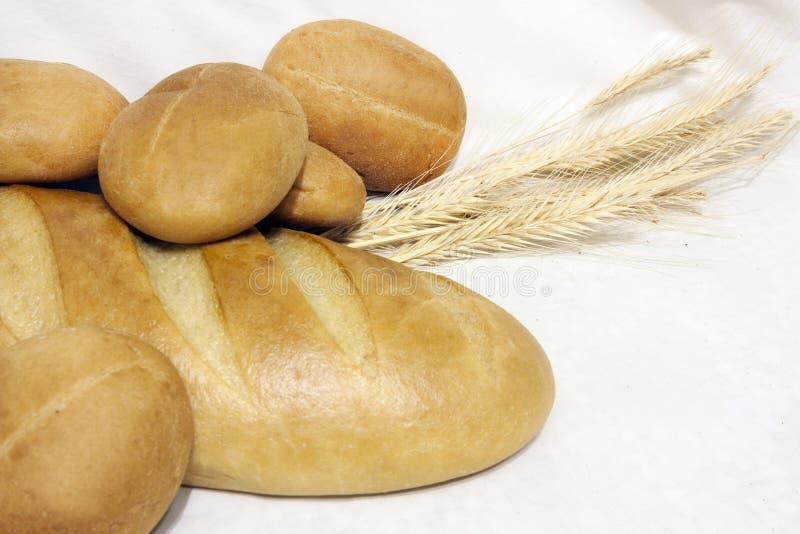 Le pain sur la table photographie stock