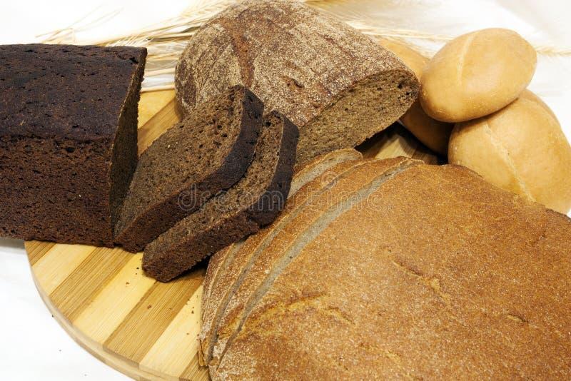 Le pain sur la table images stock