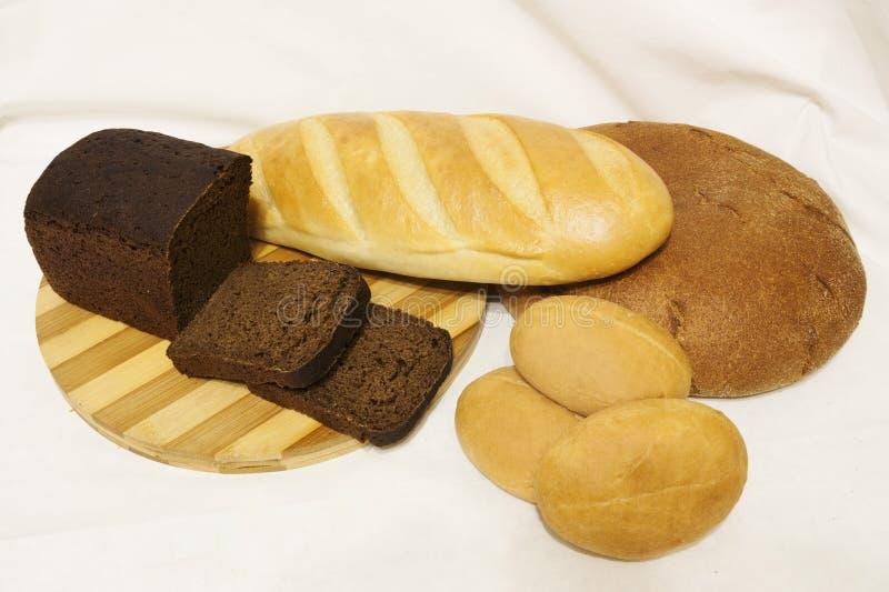 Le pain sur la table photos stock
