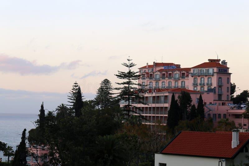 Le Palace Hotel et le restaurant de Reid en la Madère, Portugal pendant le coucher du soleil photos libres de droits