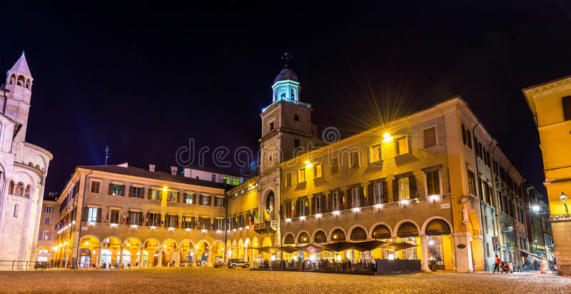 Le palais communal, l'hôtel de ville de Modène image stock