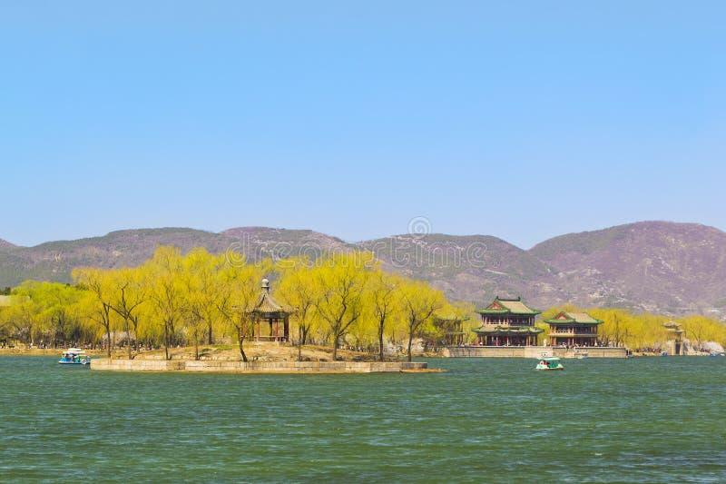 Le palais d'été en pêche de source de Pékin photo stock