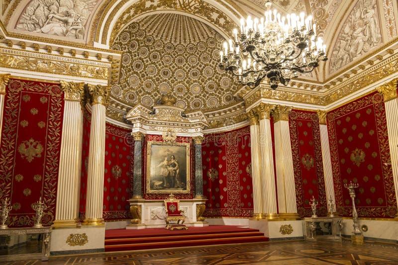 Le palais d'hiver, le Petrovsky ou le petit intérieur de pièce de trône St Petersburg photo stock