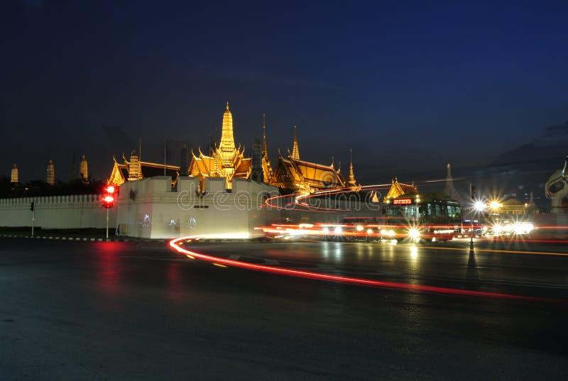 Le palais grand la nuit photo stock