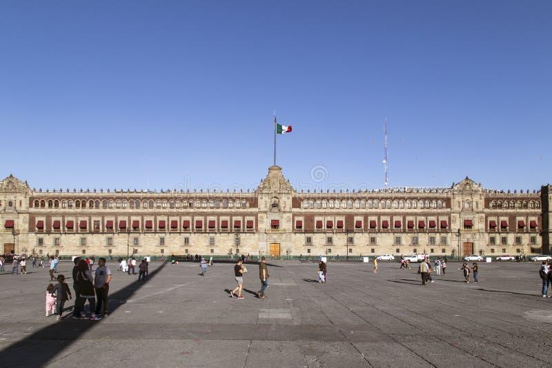Le palais national est le siège du gouvernement mexicain à Mexico images stock