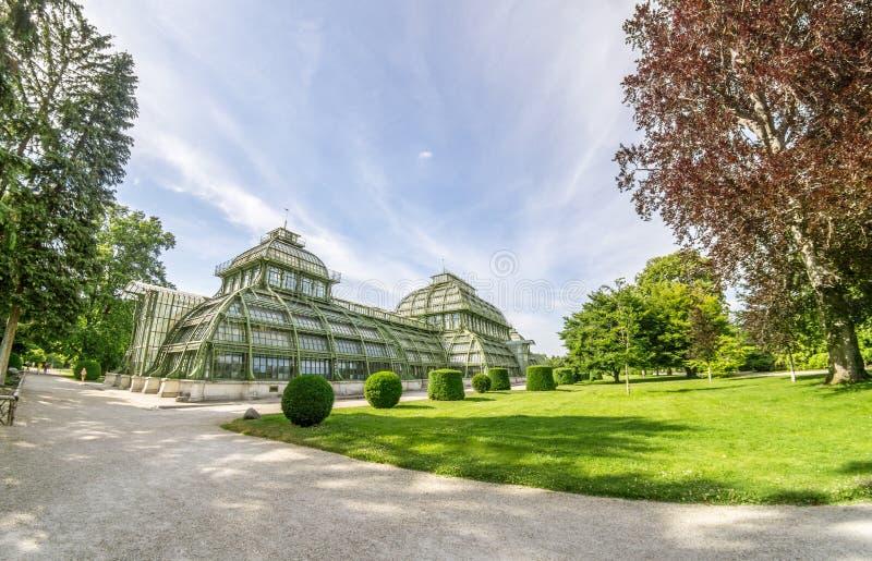 Le Palmenhaus en parc de palais de Schonbrunn, Vienne, Autriche le Palmenhaus Schonbrunn est un grand photos stock