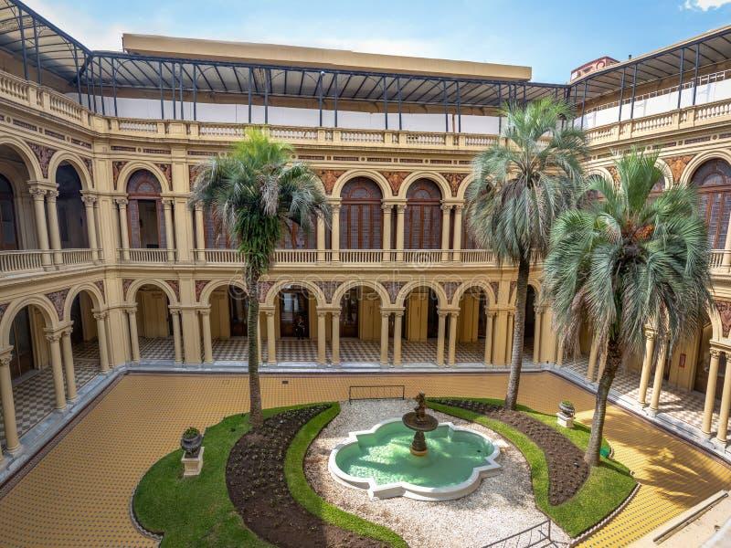 Le palmier Patio Patio de las Palmeras au palais présidentiel de Rosada de maison - Buenos Aires, Argentine photos libres de droits