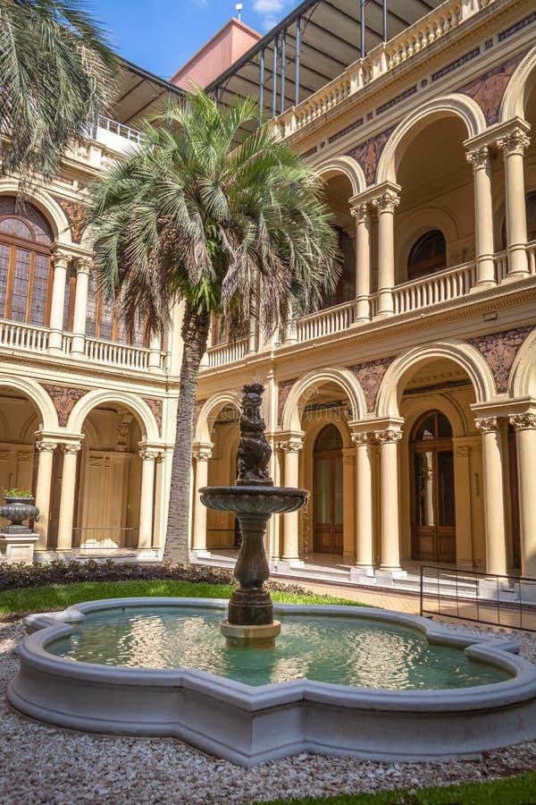 Le palmier Patio Patio de las Palmeras au palais présidentiel de Rosada de maison - Buenos Aires, Argentine images libres de droits