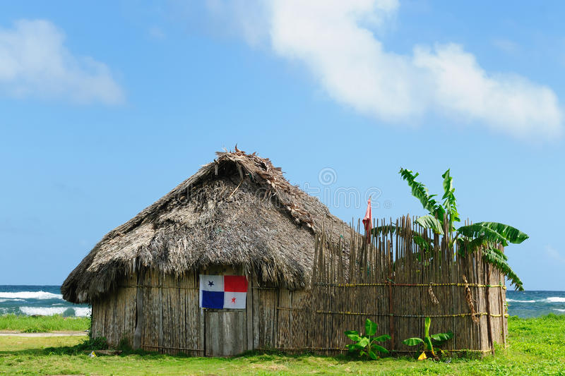 Le Panama, maison traditionnelle des résidents de l'archipel de San Blas images stock