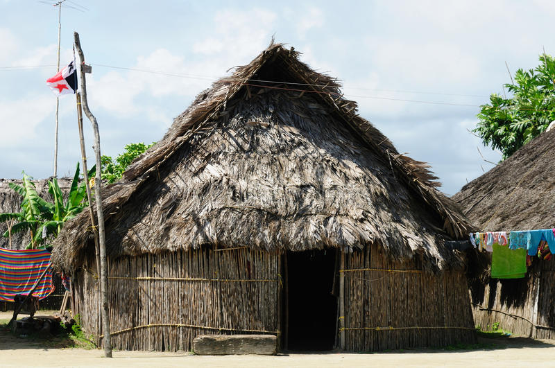Le Panama, maison traditionnelle des résidents de l'archipel de San Blas photos stock
