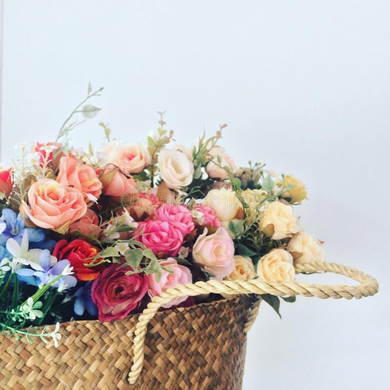 Le panier de la fleur photographie stock libre de droits