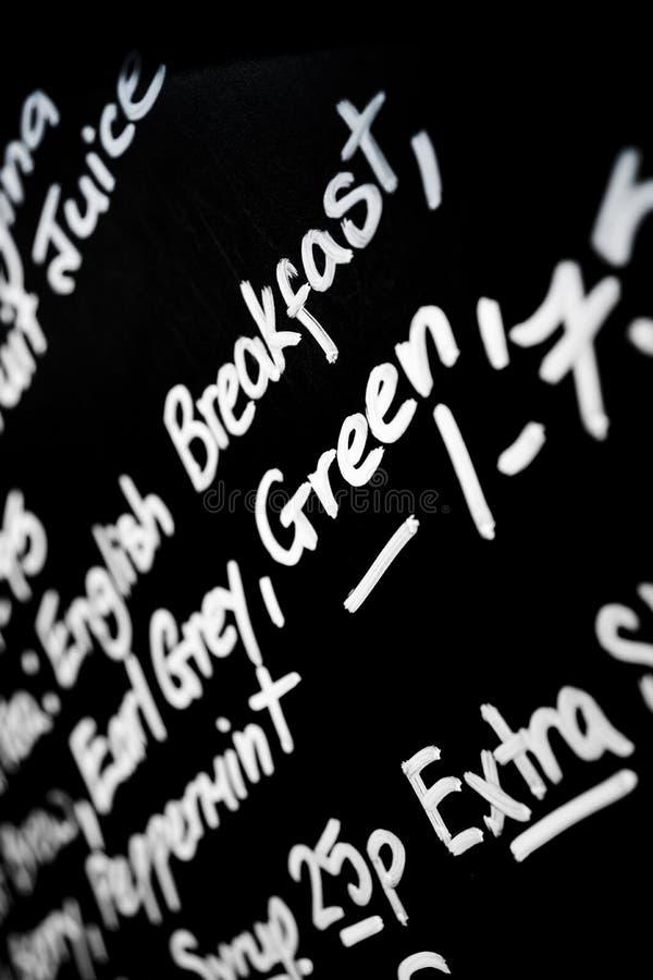Le panneau de menu de craie écrit par main a comporté le promin de petit déjeuner de mot photographie stock