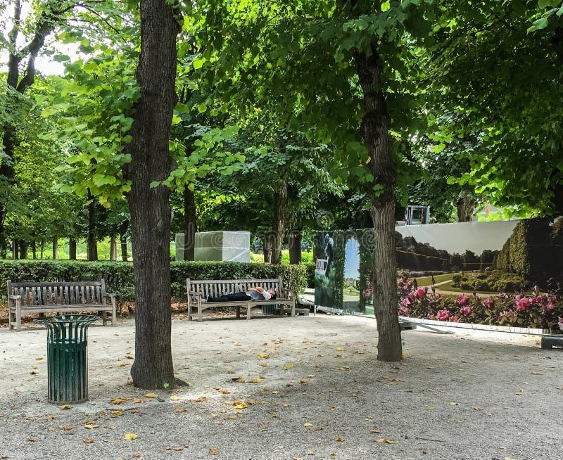 Le panneau peint illustre la rénovation en cours en au sol de Rodin Museum, Paris, France image stock