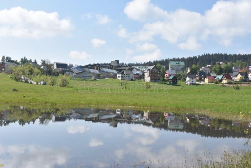 Le panorama de la petite ville de l'abljak de ½ de Å image libre de droits