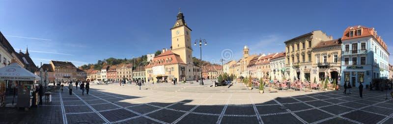Le panorama de place du Conseil de Brasov photos stock