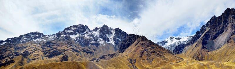 Le panorama des Andes (ou les Cordillères du sud) image stock