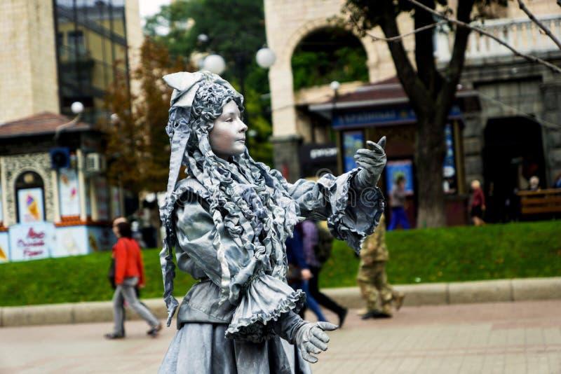 Le pantomime est sur la rue photographie stock libre de droits