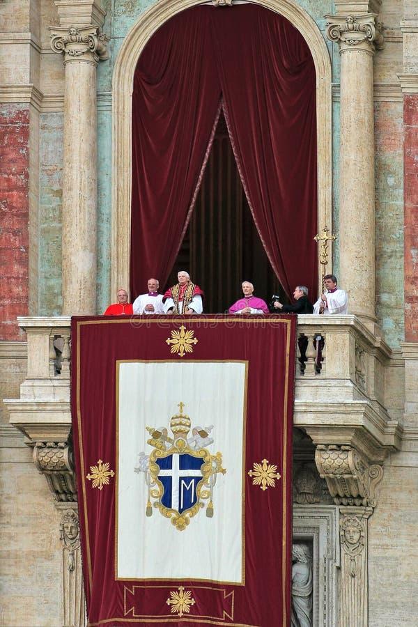 Le pape Benoît XVI (Joseph Ratzinger) après qu'il ait été élu. images libres de droits