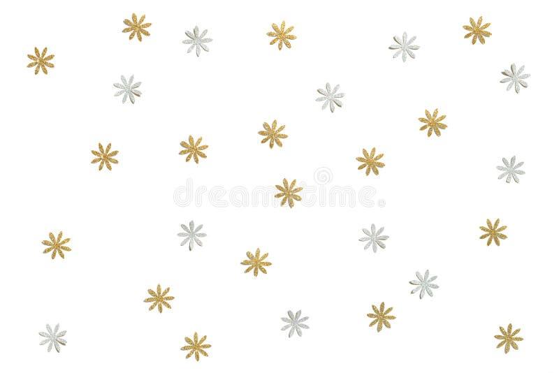 Le papier de fleur de scintillement d'or et d'argent a coupé sur le fond blanc illustration stock