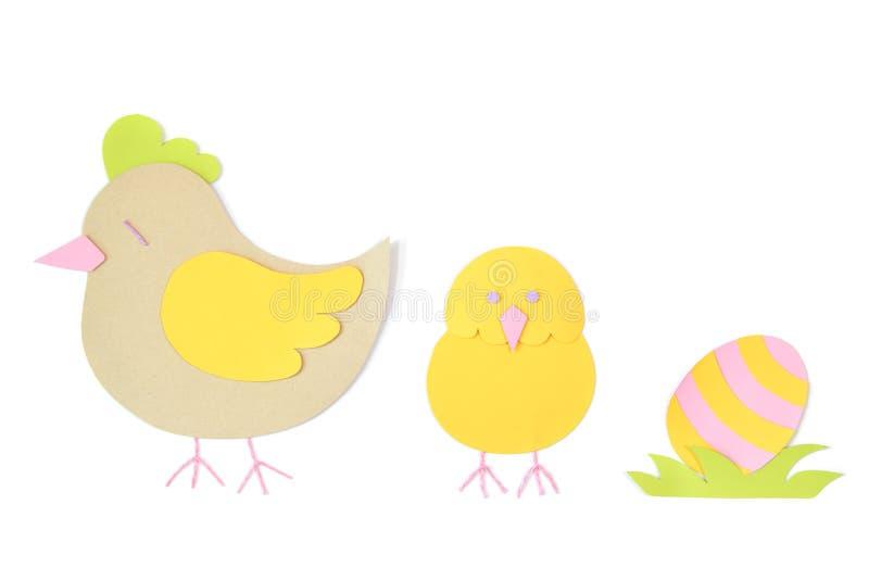 Le papier de poule, de poulet et d'oeufs a coupé sur le fond blanc illustration libre de droits