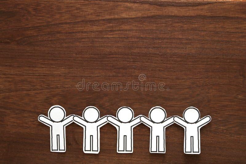 Le papier humain a coupé le vecteur d'illustration sur le bois brun Concept de travail d'équipe le concept a digitalement produit photographie stock libre de droits