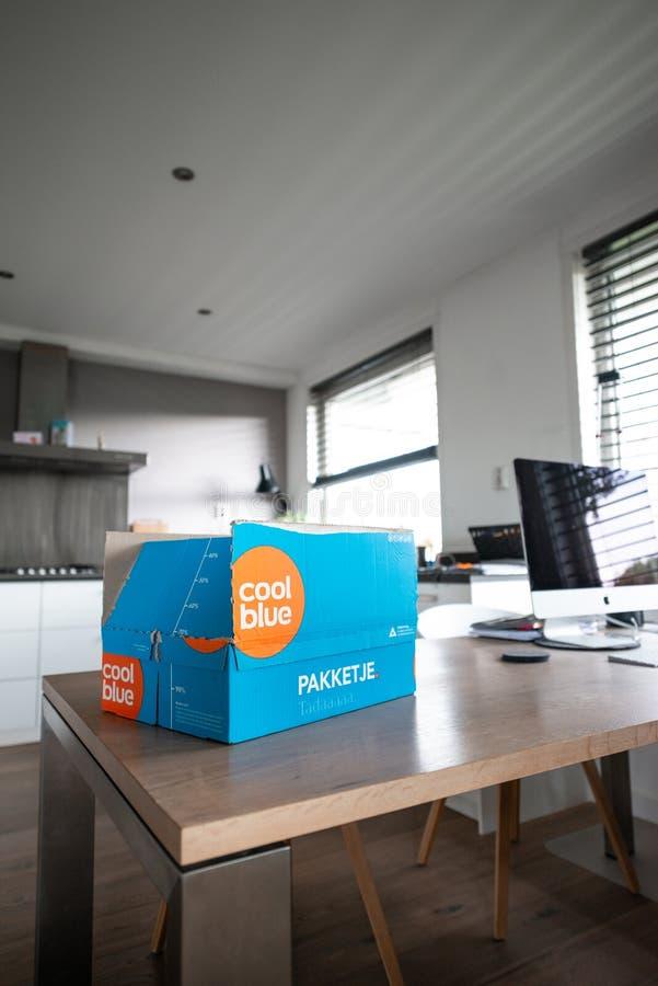 Le paquet de Coolblue a livr? photo libre de droits