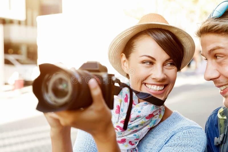 Download Le par med kameran fotografering för bildbyråer. Bild av utrustning - 78731551