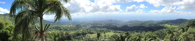 Le paradis entre des montagnes photo stock